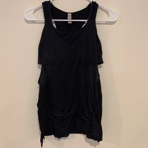 Lululemon black cut out tank top with built in bra